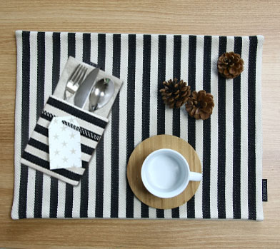 BLACK STRIPE TABLE MAT
